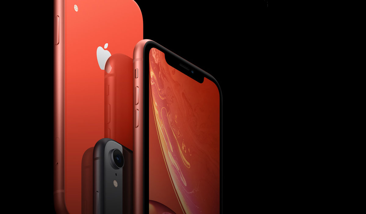 Iphone XR orange sur fond noir