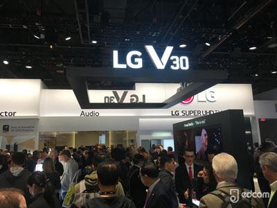 LG V30 : LG lève le voile sur le nouveau coloris Raspberry Rose au CES 2018