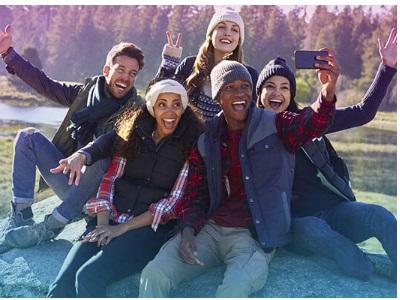 selfie d'un groupe de jeunes avec un Smartphone