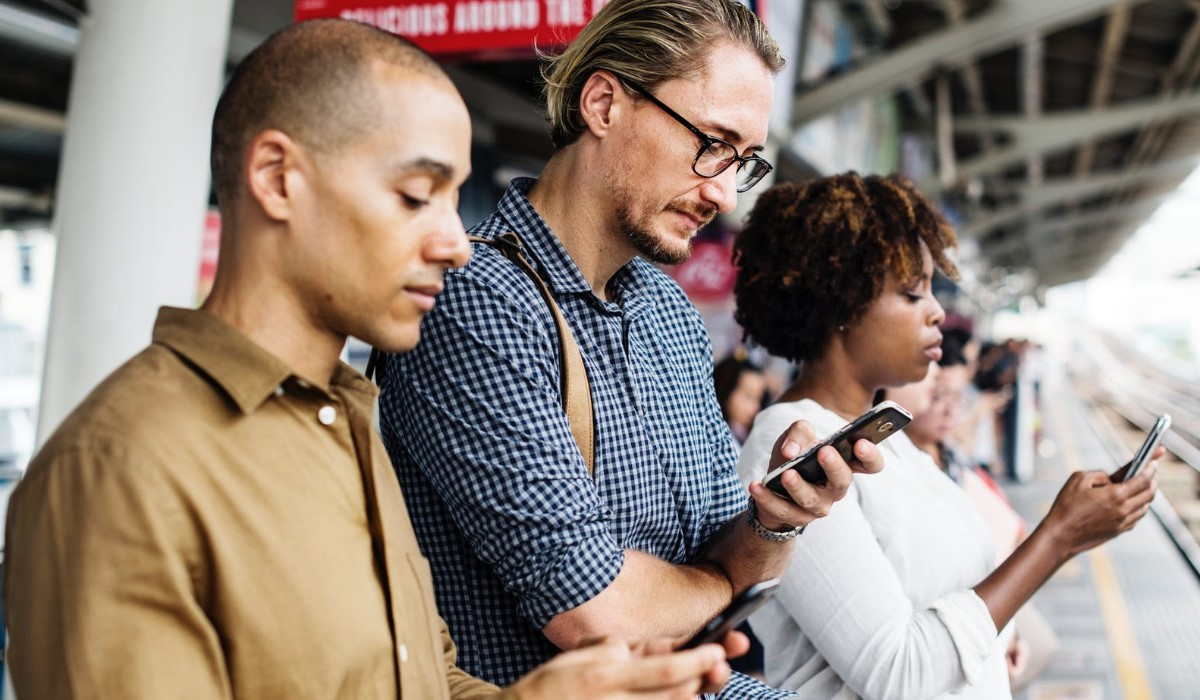 promo-forfait-mobile-trois-offres-a-prix-reduits-valables-sans-condition-de-duree-red-by-sfr-auchan-telecom-ou-syma-mobile