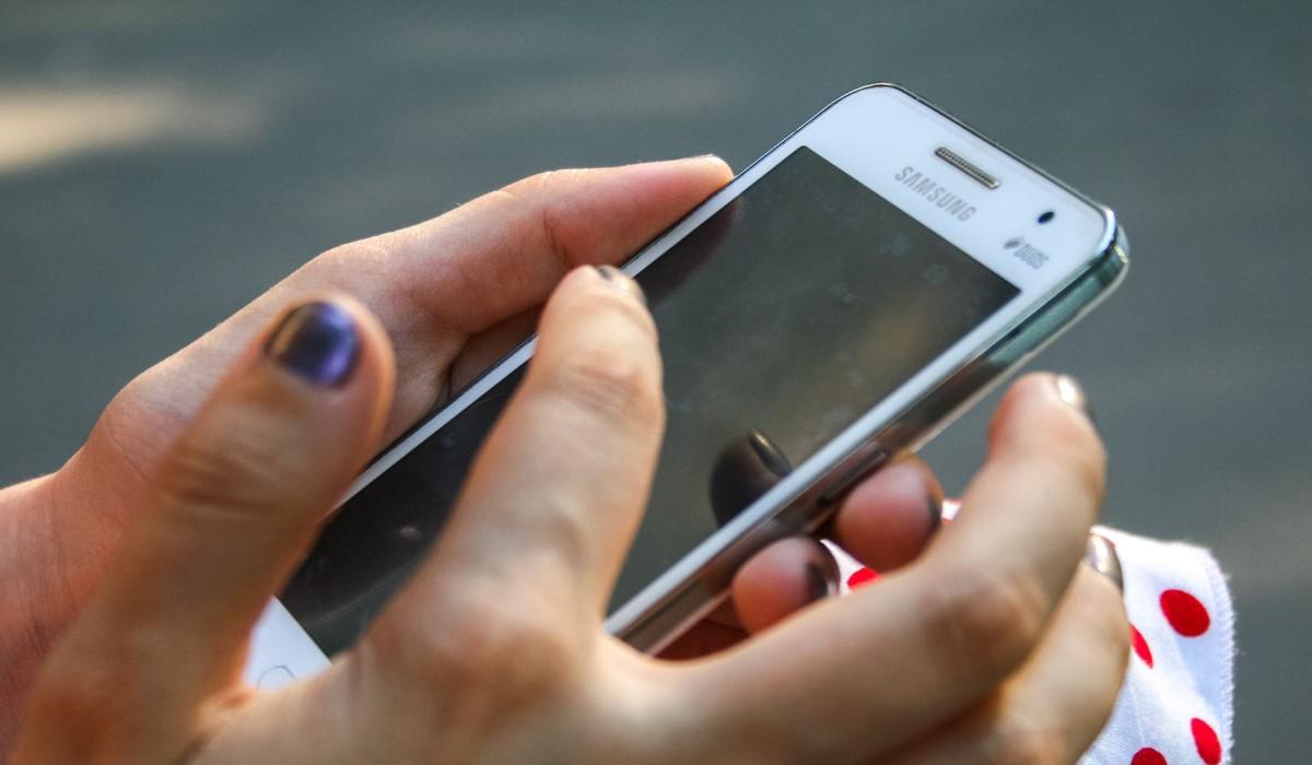 free-mobile-vs-coriolis-lequel-choisir-pour-profiter-d-un-forfait-illimite-avec-50go-a-8-99-euros-par-mois