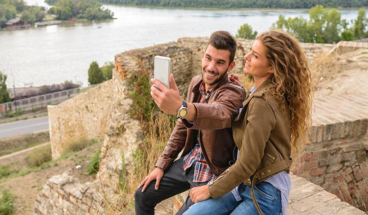 selfie d'un couple en vacances