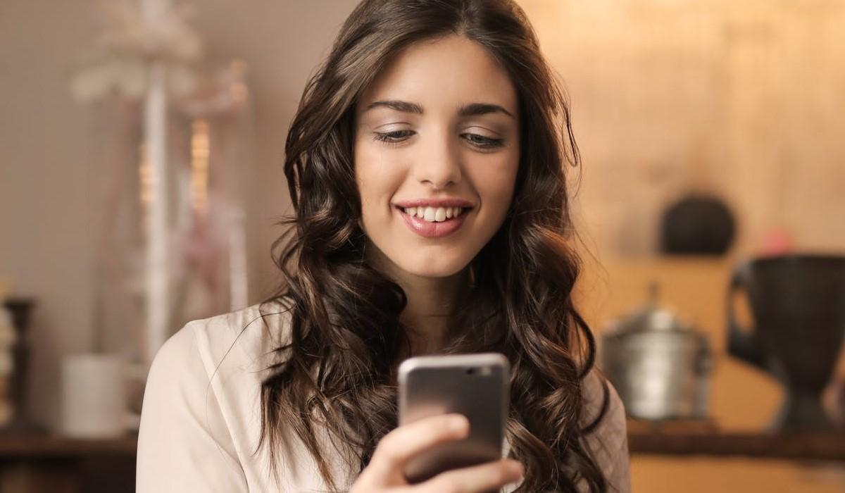 nouvelle-promotion-chez-la-poste-mobile-le-forfait-illimite-sans-engagement-avec-10go-a-4-99-euros