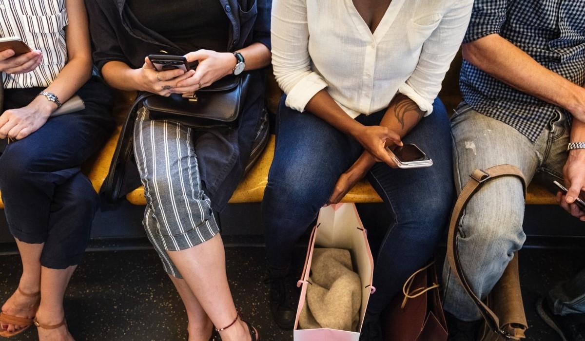 free-mobile-red-by-sfr-ou-auchan-telecom-quel-forfait-mobile-en-promo-avec-60go-de-data-choisir