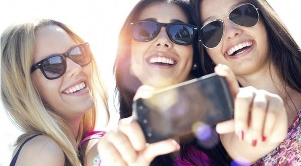 Quel forfait choisir avec 100Go ou 4G illimitée ? Free Mobile, SFR FAMiLY ou RED !